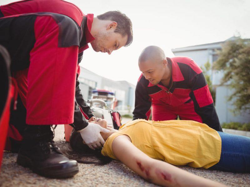 paramedics-examining-injured-woman (1)